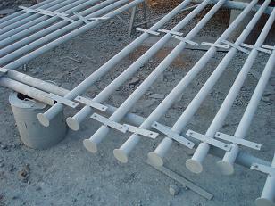 фото столбы заборные